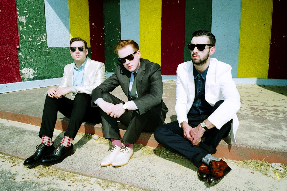 TWO DOOR CINEMA CLUB: neues Album im Stream, Tourdaten