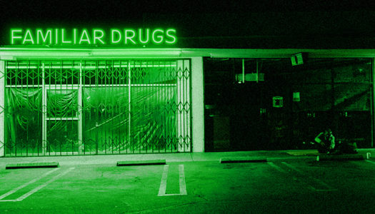 ALEXISONFIRE mit Clip zu 'Familiar Drugs'